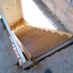 Pose de l'escalier chêne